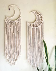 macrame plant hanger+macrame+macrame wall hanging+macrame patterns+macrame projects+macrame diy+macrame knots+macrame plant hanger diy+TWOME I Macrame & Natural Dyer Maker & Educator+MangoAndMore macrame studio Macrame Design, Macrame Art, Macrame Projects, Craft Projects, Micro Macrame, Macrame Mirror, Macrame Wall Hanging Diy, Macrame Curtain, Sewing Projects