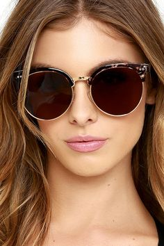 You'll be looking like a modern day Wonder Woman in the X-Ray Edition Gold and Tortoise Sunglasses! Flat brown lenses are housed in chic tortoise and gold frames. 100% UV protection.