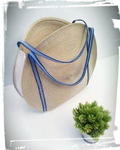 Comment faire un panier rond pour l'été Coin Couture, Couture Sewing, Diy Sac, Handmade Purses, Denim Bag, Shopper, Knitted Bags, Mode Inspiration, Gift Bags