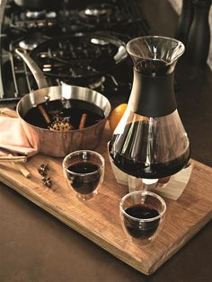 Glu mulled wine set with glasses, black/brown | XD Design