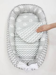 READY TO SHIP! Double-sided babynest Baby nest Baby lounger Baby positoner Removable mattress newborn gift co sleeper neutral 2019 Pillow Diy Çocuk Odası Newborn Gifts, Baby Gifts, Kit Bebe, Baby Pillows, Baby Couch, Baby Head, Baby Size, Baby Sewing, Trendy Baby