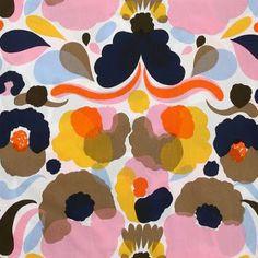 Pieni Hattarakukka textile design, made for Marimekko, Finland, by Aino Maija Metsola. Surface Pattern Design, Pattern Art, Free Pattern, Textile Patterns, Print Patterns, Floral Patterns, Motif Floral, Pattern Illustration, Textile Artists