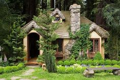 Witch cottage in the woods, unusual architecture, fantasy, dome. Cottage In The Woods, Cozy Cottage, Cottage Style, Witch Cottage, Beautiful Buildings, Beautiful Homes, Beautiful Places, Storybook Cottage, Fantasy House