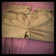 American eagle capris Plaid design with button detailing and cuffed at bottom. In awesome condition American Eagle Outfitters Pants Capris
