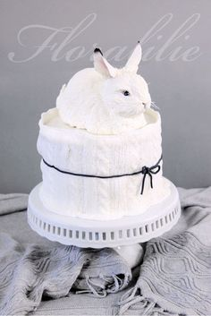 Maybe you remember my white rabbit. Now it has a warm cozy cake because it transformed into a snow hare with black ear tips. Hope you like my birthday cake! Pretty Cakes, Cute Cakes, Beautiful Cakes, Easter Bunny Cake, Rabbit Cake, Animal Cakes, My Birthday Cake, Easy Cake Decorating, Little Cakes