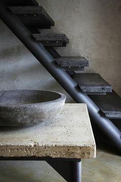 make table top and bowls from cement WABI SABI Scandinavia - Design, Art and DIY. Wabi Sabi, Beton Design, Concrete Design, Interior And Exterior, Interior Design, Design Art, Stone Interior, Exterior Stairs, Kitchen Interior