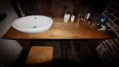 Стол подраковину Me's style Стол дляванной комнаты красивого темно‑медового оттенка измассива бирманского тика.  Подробнее здесь: http://amp.gs/TzNa #стол #столешница #ваннаякомната #дизайнинтерьера #loft #мебель #мебельназаказ #slab #издерева