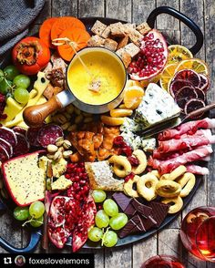 Winter Cheese Board with German Beer Cheese Fondue - Celebrate the season with this big, beautiful platter of cheese, charcuterie, bread, seasonal fruits and sweet treats. Add baba ganoush and sliced baguette and it's perfect! Antipasto, Food Platters, Cheese Platters, Party Platters, Beer Cheese Fondue, Cheese Fondue Recipes, Wine Cheese, Charcuterie And Cheese Board, Cheese Boards