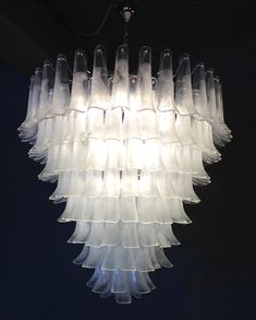 Wonderful Tulip chandeliers from murano Murano Chandelier, Chandelier Lighting, Light Art, Murano Glass, Tulips, Glass Art, Bulb, Ceiling Lights, Shapes