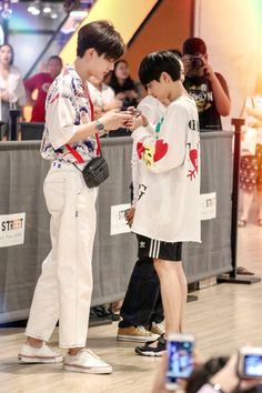 Off Jumpol ( & Gun Atthaphan ( × cr. to the owner Cute Gay Couples, Real Couples, Lgbt, Korean Best Friends, Theory Of Love, Relationship Goals Pictures, Ulzzang Couple, Thai Drama, Secret Love