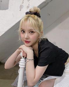 South Korean Girls, Korean Girl Groups, My Girl, Cool Girl, Foto E Video, Photo And Video, Jung Eun Bi, Cloud Dancer, G Friend