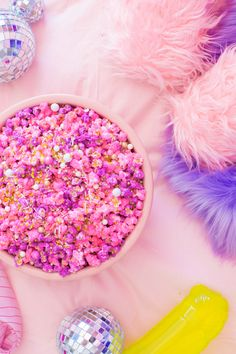 Pretty in Pink Pastel Candied Popcorn - Studio DIY Colorful Desserts, Colorful Party, Just Desserts, Dessert Recipes, Colorful Food, Yummy Treats, Sweet Treats, Pastel Candy, Candy Popcorn