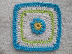 Vergeet-me-nietje-square   Het patroon van het bloemetje vind je   in 100 bloemen om te breien en te haken   nr. 49        Flower-squa...