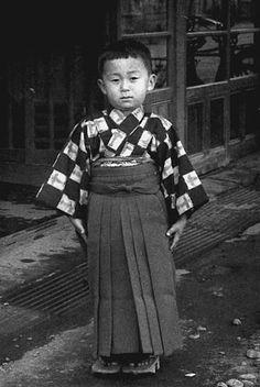 japanese boy wearing hakama