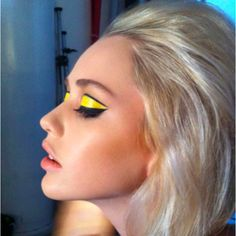 - My Style - Eye Makeup Mod Makeup, Retro Makeup, Glam Makeup, Makeup Inspo, Makeup Inspiration, Hair Makeup, Sixties Makeup, Twiggy Makeup, Yellow Makeup