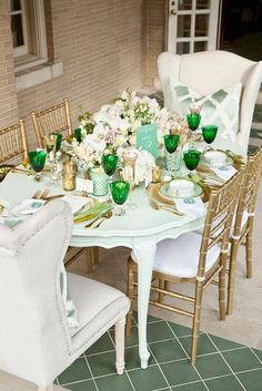 Mint and gold tablescape