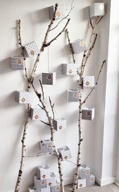 35 DIY Advent Calendar Ideas Anyone Can Make. DIY your very own homemade Christmas advent calendar and add some more festive decorations to your home! Christmas Tree Design, Modern Christmas, Winter Christmas, Christmas Time, Christmas Crafts, Christmas Decorations, Xmas, Advent Calenders, Diy Advent Calendar
