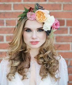 Цветы в волосах невесты...что может быть более женственным и романтичным?    #wedding #bride #flowers