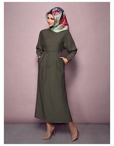 Armine Giyim sadece ve şık tasarımlı elbiseleri ile sizi yaza ve Bayram'a hazırlıyor.  Armine Giyim'in yeni koleksiyonu sitemiz YeşilTopuklar'da.  Tıklayın - http://www.yesiltopuklar.com/armine-2016-ilkbaharyaz-koleksiyonu.html  Editörlerimizin tüm Armine Giyim modellerini incelediği sayfamız için http://www.yesiltopuklar.com/etiketler/armine-giyim adresine göz atın!