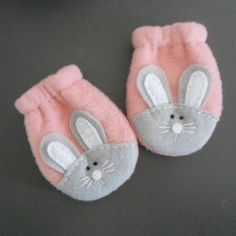Baby Fleece Bunny Mittens Flannel Lined Fleece Baby Mittens Baby Sewing Projects, Sewing For Kids, Sewing Crafts, Baby Boy Knitting Patterns, Baby Girl Dress Patterns, Baby Booties, Baby Shoes, Ballet Baby Shower, Couture Bb