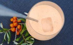 Havtornsmoothie  En super c-vitamin drik med havtorn og mandler. Havtorn indeholder et lille sort frø. Frøet er en anelse bittert, hvilket mandlerne giver et godt modspil til i denne drik.