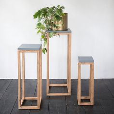 indoor decor Diy Plant Stand Ideas Inspiration For Your Outdoor & Indor Room These Are the Prettiest Plant Shops In the World – domino Wooden Plant Stands, Diy Plant Stand, Outdoor Plant Stands, Modern Plant Stand, Hanging Plants, Indoor Plants, Indoor Outdoor, Indoor Herbs, Outdoor Pallet