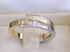 Van restanten goud nieuwe ring gemaakt. Stylish Jewelry, Modern Jewelry, Jewelry Art, Jewelry Rings, Silver Jewelry, Jewelry Accessories, Jewelry Design, Diamond Rings, Diamond Jewelry