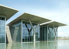 Tadao Ando - structure - concrete vs glass - sleek roof