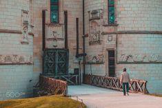 Drawbridge - Enter the castle.