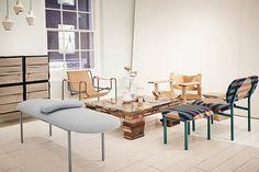 Mesa con libros reciclados                              …