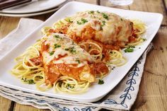 Easy Tomato & Basil Chicken Parmesan: Our delicious Easy Tomato; Basil Chicken Parmesan recipe is the perfect recipe to serve on a busy weeknight. Not to mention, your family is sure to love it! Basil Chicken, Chicken Parmesan Recipes, Salsa Chicken, Chicken Spaghetti, Best Dinner Recipes, Supper Recipes, Supper Ideas, Dinner Ideas, Tomato Basil Pasta