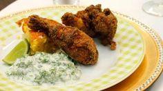 Maïsbrood met gefrituurde kruidige kip