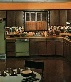 I had this in my kitchen! Exactly the same avocado green appliances and dark cabinets. 1970s Decor, 70s Home Decor, Vintage Home Decor, 1970s Kitchen, Vintage Kitchen, Retro Kitchens, Kitsch, Dark Wood Kitchens, Deco Retro