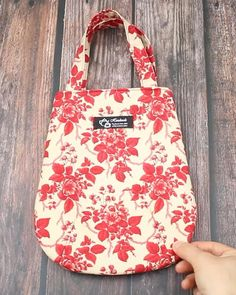 Sacs Tote Bags, Diy Tote Bag, Cute Tote Bags, Tote Purse, Patchwork Bags, Quilted Bag, Diy Bags Purses, Fabric Purses, Bag Patterns To Sew