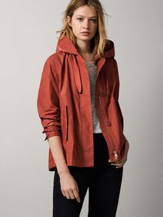 The most elegant outerwear for women at Massimo Dutti. Find the latest Spring/Summer 2019 collection of wool, denim or puffer jackets, gilets, parkas & coats. Coats For Women, Jackets For Women, Fashion Corner, Spring Jackets, Outerwear Women, Trench Coats, Autumn Winter Fashion, Hooded Jacket, Blazers