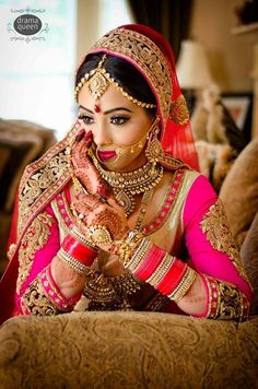 GORGEOUS Indian bride Indian Bridal Makeup, Indian Bridal Wear, Asian Bridal, Bride Indian, Bridal Beauty, Indian Weddings, Bridal Outfits, Bridal Dresses, Look Fashion