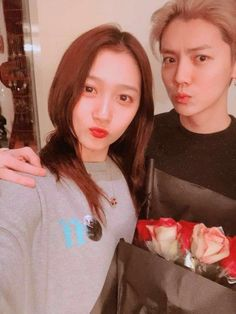 Luhan's Girlfriend Guan Xiaotong Shares A Selfie For Valentine's Day | Koogle TV