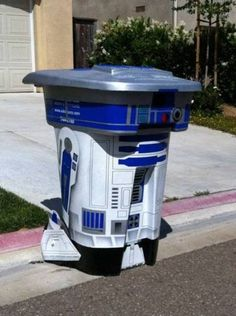 r2d2. Want this to be done to my garbage can. My recycling can could be c3p0. Ha!