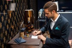 Starring The Bar Bar where to taste the fine distillate and know from near the world Johnnie Walker Blue label thanks to the advice of the bartender and an interactive guide that allows the public to find out the tricks of style and mixing of the precious spirit.