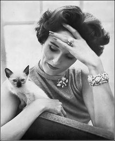 Babe Paley, photo by Richard Avedon, Harper's Bazaar, October 1951 Retro Photography, Fashion Photography, Glamour Photography, Lifestyle Photography, Editorial Photography, Retro Fashion 60s, Vintage Fashion, Women's Fashion, Fashion Editorials