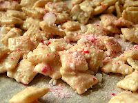 Reindeer food  6 cups Chex cereal  12 oz white chocolate baking chips  1/3C coarsely crushed peppermint