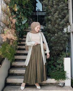 Inspirasi hijab from Hijab Style Dress, Modest Fashion Hijab, Modern Hijab Fashion, Street Hijab Fashion, Casual Hijab Outfit, Hijab Fashion Inspiration, Look Fashion, Fashion Outfits, Modesty Fashion