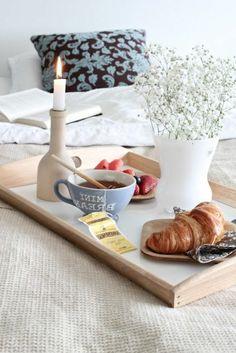 Das Schönste an Feiertagen? Ausschlafen und ein langes Frühstück im Bett.