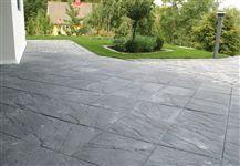 Struktura, blästrad, betongsten, marksten Garden Inspiration, Sidewalk, New Homes, Home And Garden, Backyard, Green, Decking, Fingers, House