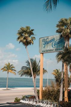 Florida Keys Road Trip | 5-Day Travel Guide - Dana Berez Florida Keys Honeymoon, Destin Florida Wedding, Florida Vacation, Florida Travel, Florida Beaches, Florida Trips, Key West Resorts, Key West Vacations, Beach Aesthetic