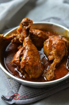 Instant Pot Indian Chicken Curry Recipe is spicy, quick & every thing good. Watch the Video of How to make Chicken Curry in Instant Pot with amazing tips. Pressure Cooker Chicken Curry, Pressure Cooker Recipes, Pressure Cooking, Indian Chicken Recipes, Indian Food Recipes, Chicken Curry Recipes, African Recipes, Chicken Curry Sauce, Indian Chicken Curry