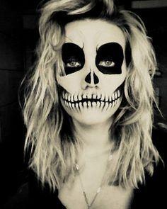 Skull face paint for Halloween Halloween Face Paint Scary, Scary Face Paint, Clown Face Paint, Skull Face Paint, Halloween Zombie, Cool Halloween Makeup, Cool Halloween Costumes, Halloween Kids, Facepaint Halloween