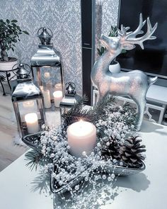40 Romantic and Beautiful Christmas Candles Decoration Ideas - Decoralink Christmas Candle Decorations, Christmas Candles, Christmas Decorations For Apartment, Lantern Decorations, Winter Centerpieces, Silver Christmas Tree, Christmas Fireplace, Yard Decorations, Diy Decoration