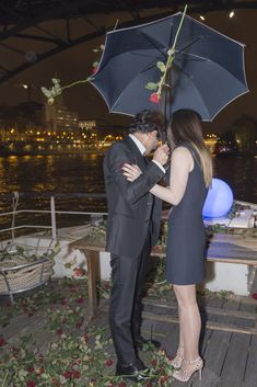 A surprise proposal in Paris! A marriage proposal planned by ApoteoSurprise, the Paris marriage proposal planner. Ready To Pop, Surprise Proposal, Marriage Proposals, Paris, This Or That Questions, How To Plan, Couple Photos, Roses, Couple Shots