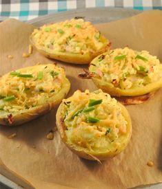 gepofte aardappel || oven/magnetron || (pof)aardappelen, roomkaas, bieslook, geraspte kaas, melk, kipreepjes/hamreepjes